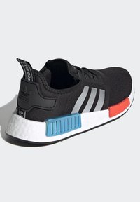 adidas Originals - NMD_R1 SHOES - Trainers - core black/silver metallic/solar red - 3