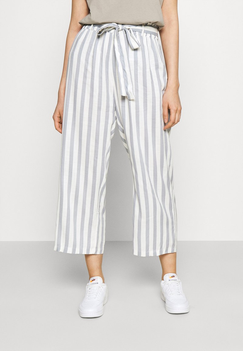ONLY - ONLASTRID CULOTTE PANTS  - Trousers - cloud dancer/silver conce