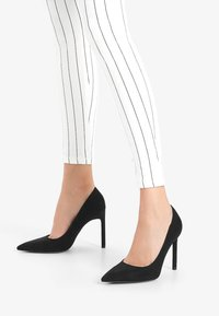 Bershka - Klassiska pumps - black - 0