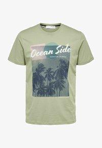 Selected Homme - STATEMENT - T-shirt med print - tea - 5