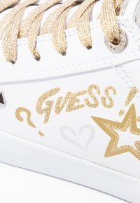 Guess - PRYDE - Joggesko - white/gold - 2