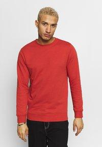 Urban Classics - BASIC CREW - Sweatshirt - burnedred - 0
