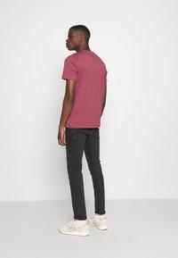 Jack & Jones - JORMARIUS TEE CREW NECK  - T-shirt imprimé - hawthorn rose - 2