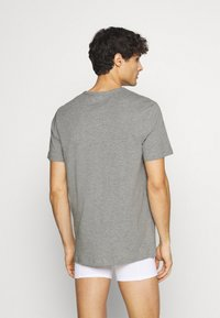 Jack & Jones - JACRAIN TEE 3 PACK - Pyžamový top - light grey melange/navy blazer/white - 2