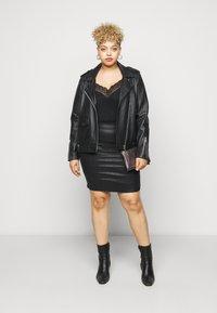 Pieces Curve - PCSKIN PARO GLITTER SKIRT - Mini skirt - black - 1