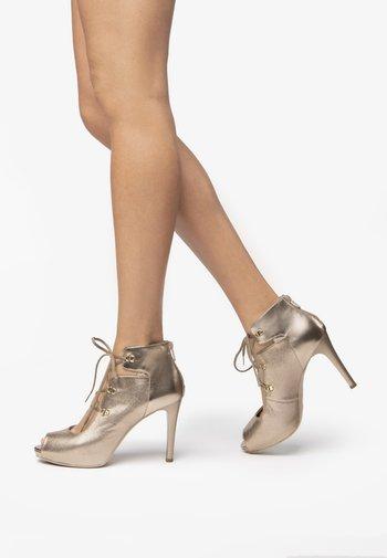 Peeptoe heels - sandalo