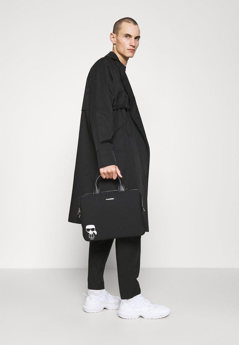 KARL LAGERFELD - IKONIK LAPTOP SLEEVE UNISEX - Laptop bag - black