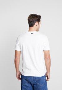Lacoste - TH5097-00 - Print T-shirt - farine - 2