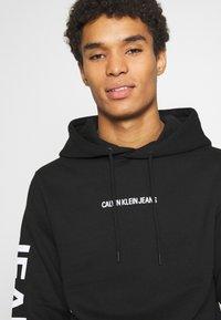 Calvin Klein Jeans - BOLD LOGO HOODIE - Felpa con cappuccio - black - 3