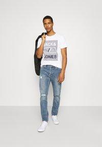 Jack & Jones - JCOROJAR TEE - T-shirt med print - white - 1