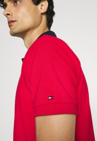Tommy Hilfiger - DIAGONAL COLORBLOCK REGULAR - Polo shirt - desert sky/white/primary red - 5