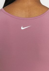 Nike Performance - TANK FEMME  - Funktionsshirt - light mulberry/white - 4