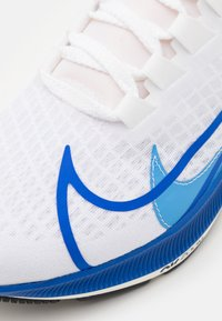 Nike Performance - AIR ZOOM PEGASUS 37 PRM - Neutral running shoes - white/game royal/gym red/sail - 5