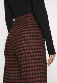 Fashion Union - JOHNNY TROUSER - Kalhoty - camel - 6