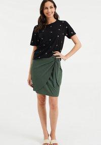 WE Fashion - MET DESSIN - Print T-shirt - black - 1