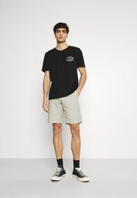 Selected Homme - SLHWALTER O-NECK TEE - Print T-shirt - black - 1