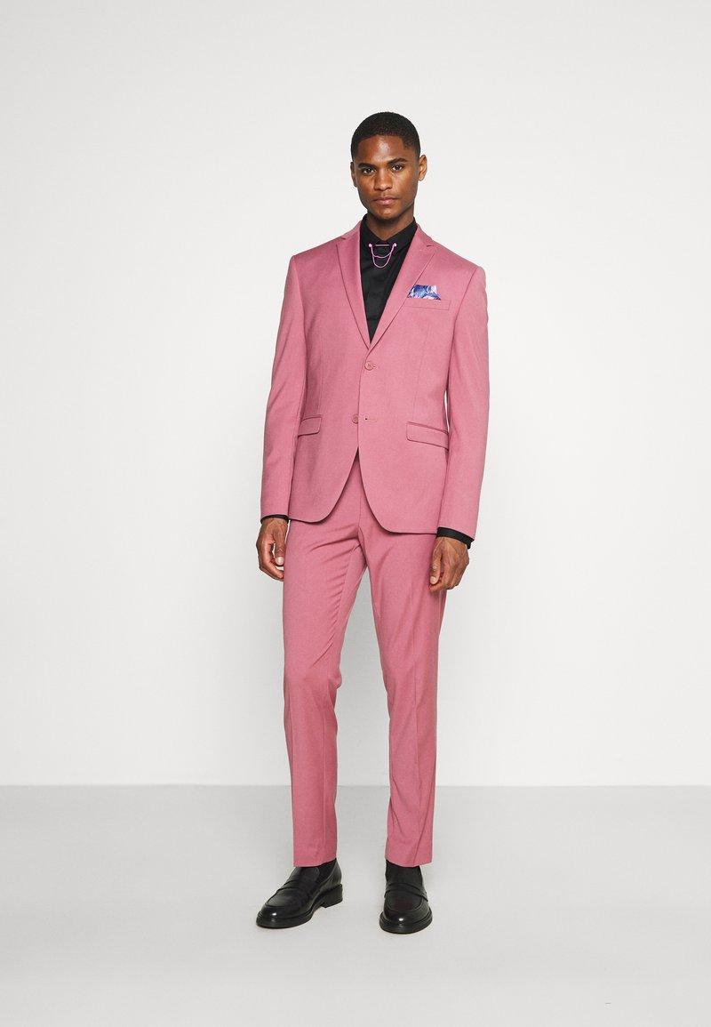 Isaac Dewhirst - Traje - pink
