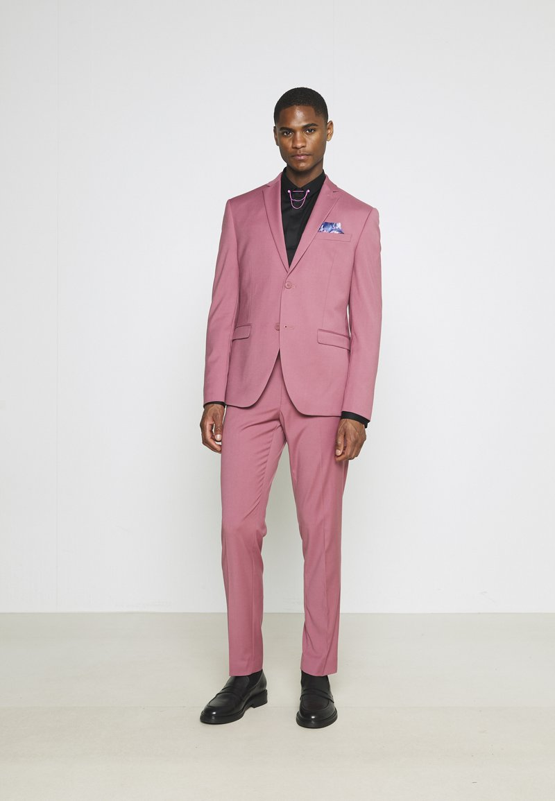 Isaac Dewhirst - Costume - pink