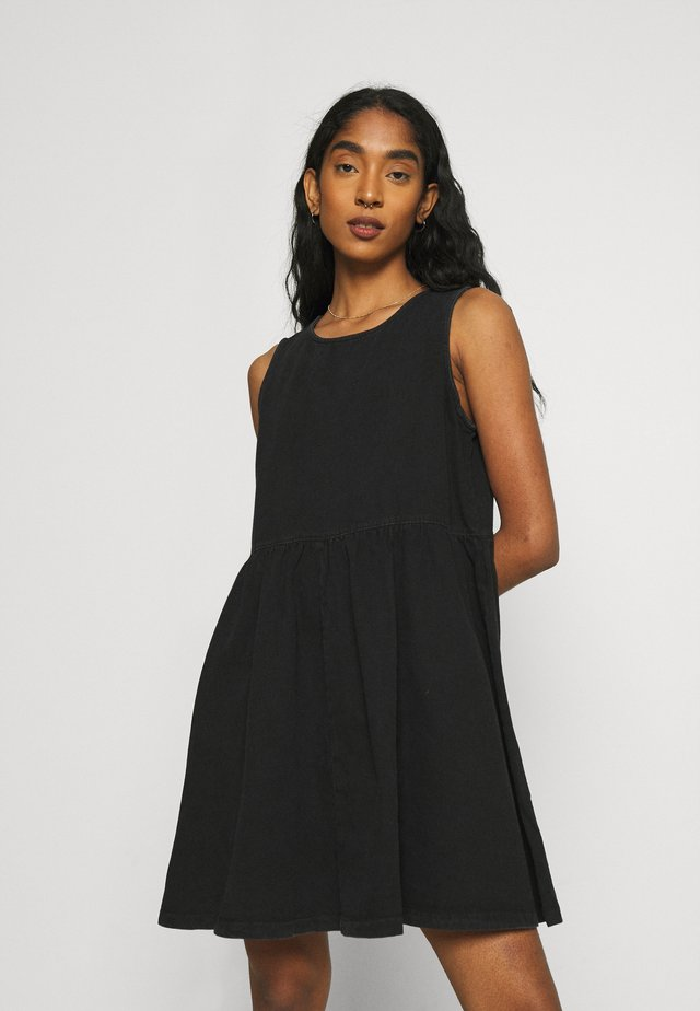 NMCAROLINA SMOCK  DRESS - Vestito di jeans - black