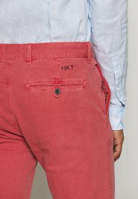 HKT by Hackett - DYE STRETCH - Chino kalhoty - red - 3