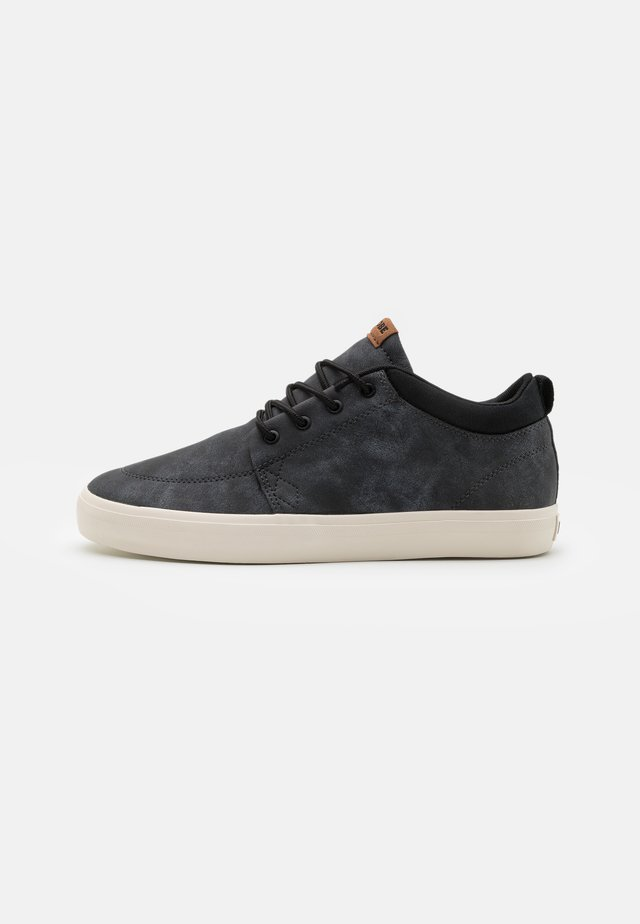 CHUKKA - Skate shoes - black