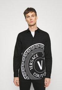 Versace Jeans Couture - Camicia - nero - 0