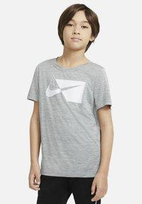 Nike Performance - Print T-shirt - smoke grey/white - 3