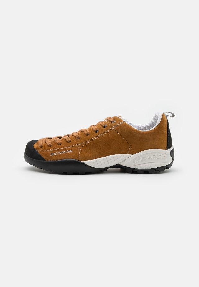 MOJITO UNISEX - Chaussures à scratch - almond