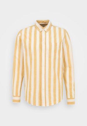 ADAM WIDE STRIPE REGULAR FIT - Skjorte - white/yellow