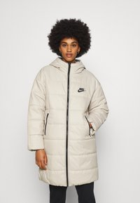 Nike Sportswear - CORE - Zimní kabát - stone/white - 0
