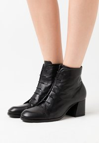 lilimill - Ankle boots - twister nero - 0
