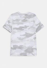 Abercrombie & Fitch - HIKE BEAST TECH LOGO - T-shirts print - grey - 1