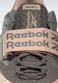 Reebok - LEGACY LIFTER II SHOES - Treningssko - orange - 9