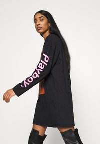 Missguided - PLAYBOY LOGO GRAPHIC DRESS - Vestido ligero - black - 4