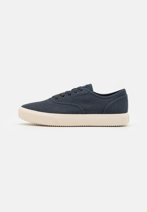 AUGUST UNISEX - Trainers - navy