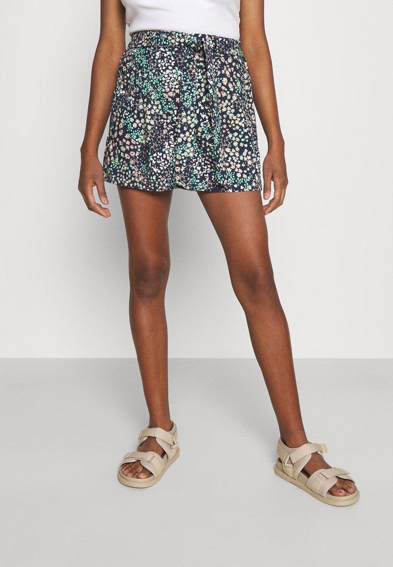 Vero Moda - VMHANNAH - Shorts - navy blazer