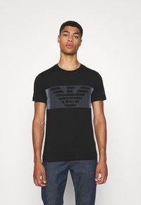 EA7 Emporio Armani - Print T-shirt - black - 0