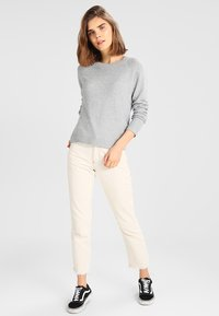 Vero Moda - VMDOFFY O NECK - Jumper - light grey melange - 1