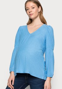 Pieces Maternity - PCMGERALDINE SLEEVE  - Bluzka - little boy blue - 3