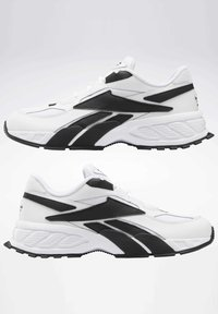 Reebok Classic - EVZN SHOES - Joggesko - white - 1