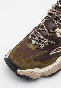 HUGO - ATOMIC - High-top trainers - open brown - 5
