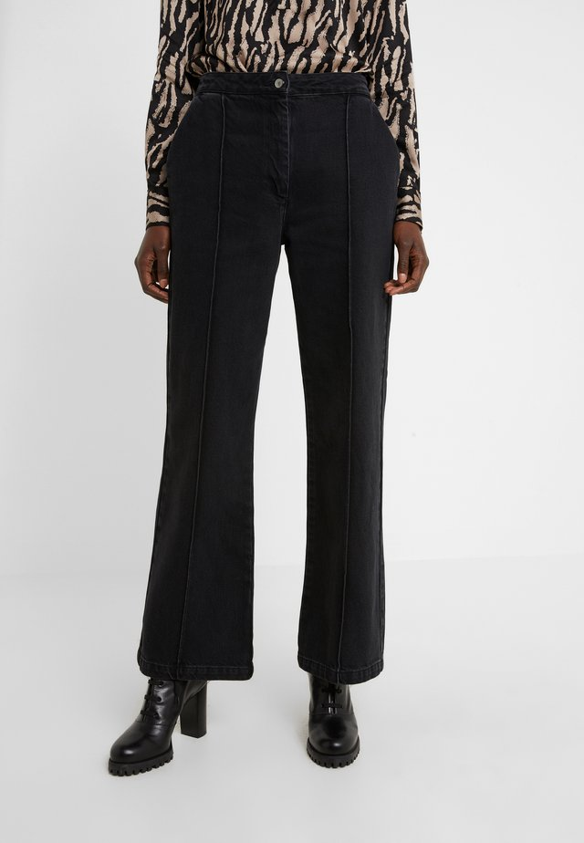 ALLESIA MENELLE PANT - Flared Jeans - black