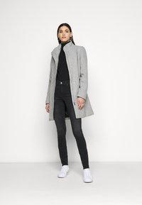 ONLY Tall - ONLMICHIGAN COAT - Kåpe / frakk - light grey melange - 1