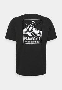 Patagonia - RIDGELINE RUNNER RESPONSIBILI TEE - T-shirt med print - black - 1