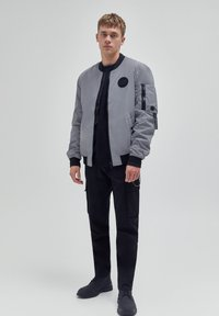 PULL&BEAR - Giubbotto Bomber - mottled light grey - 1
