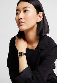 Versace Watches - V- TWIST - Watch - black - 0