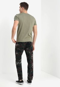 Alpha Industries - BASIC - Camiseta estampada - olive - 2