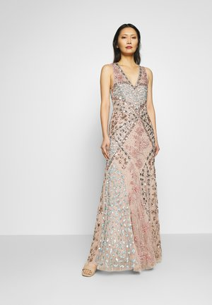DEEP V NECK EMBELLISHED MAXI DRESS WITH CUT OUT BACK - Gallakjole - nude/multi
