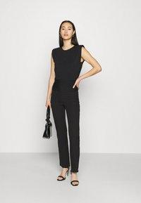 Forever New - ASTRID CLINCHED WAIT SHOULDER PAD TANK - Basic T-shirt - black - 1