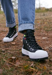 Converse - CHUCK TAYLOR ALL STAR MC LUGGED - Zapatillas altas - black/white - 4
